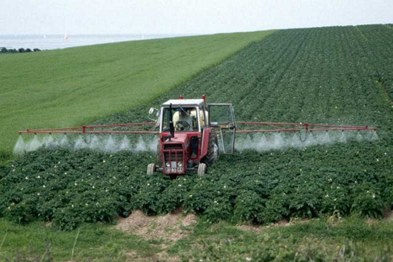 Обработка поля пестицидами и удобрениями с использованием адъюванта.jpg