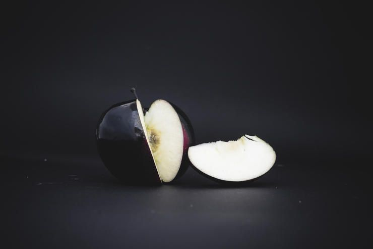 Яблоки Черный алмаз