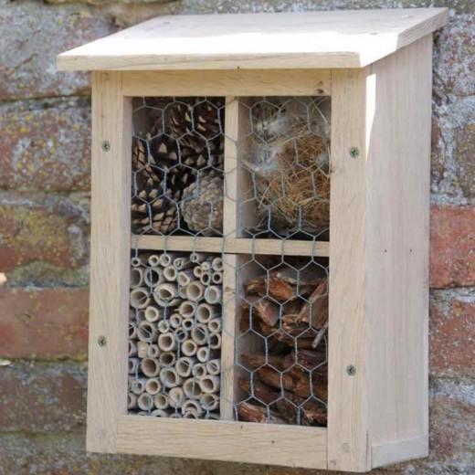 Домик для зимовки полезных насекомых.jpg